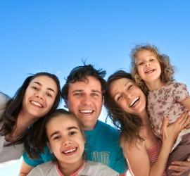 Asistencia en trámites de inmigración familiar.